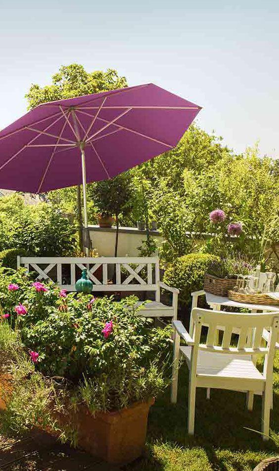 Lila Sonnenschirm voon Glatz | Den Glatz Sonnenschirm Alu-Twist und weitere Sonnenschirme in vielen bunten Farben gibt's bei Garten-und-Freizeit: https://www.garten-und-freizeit.de/glatz-sonnenschirm-alu-twist-rund-270cm-verschiedene-farben.html