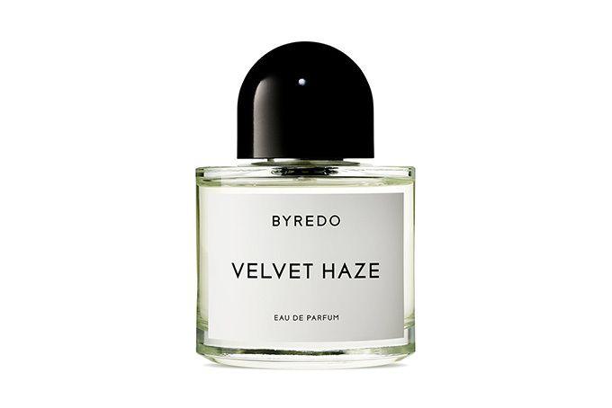 バレード(BYREDO)から、新フレグランス「ベルベット ヘイズ(VELVET HAZE)」が登場。2017年9月7日(木)より発売される。トップノートはムスクに似たアンブレットと甘美なココナッツウォ...