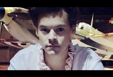 Harry Styles Wore A Pink Ruffle Shirt For Dunkirk Promo And We?re Just Really Enjoying It | MTV UK