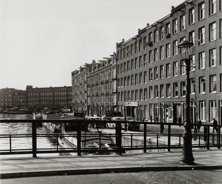 Jacob van Lennepkade ter hoogte van de brug naar de Pieter Langendijkstraat in 1959. Collectie Stadsarchief Amsterdam