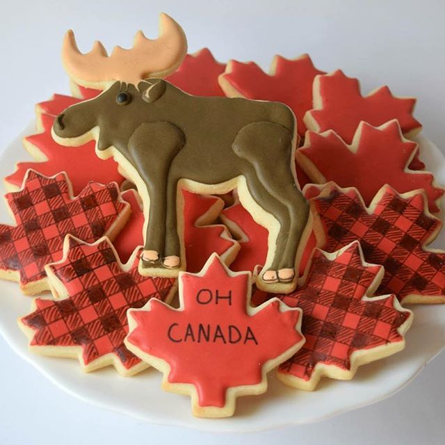 🇨🇦 Happy Canada Day 🇨🇦 #melissagracedesserts #dessert #cookies #canada #moose #mapleleaf #plaid #ohcanada #red #food #yummy
