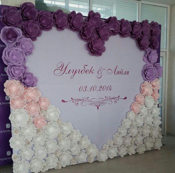 Paper flowers wedding backdrop / http://www.himisspuff.com/wedding-backdrop-ideas/5/