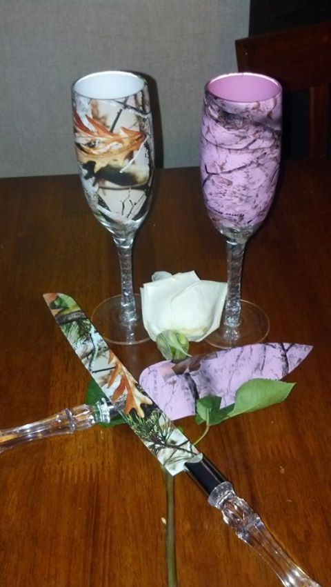 #Hunting / Camo Themed #wedding #TOASTING GLASSES ♡ For How To Organise