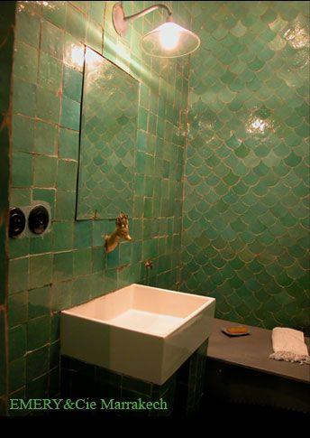 HOME & GARDEN: Une salle de bain couleur prune
