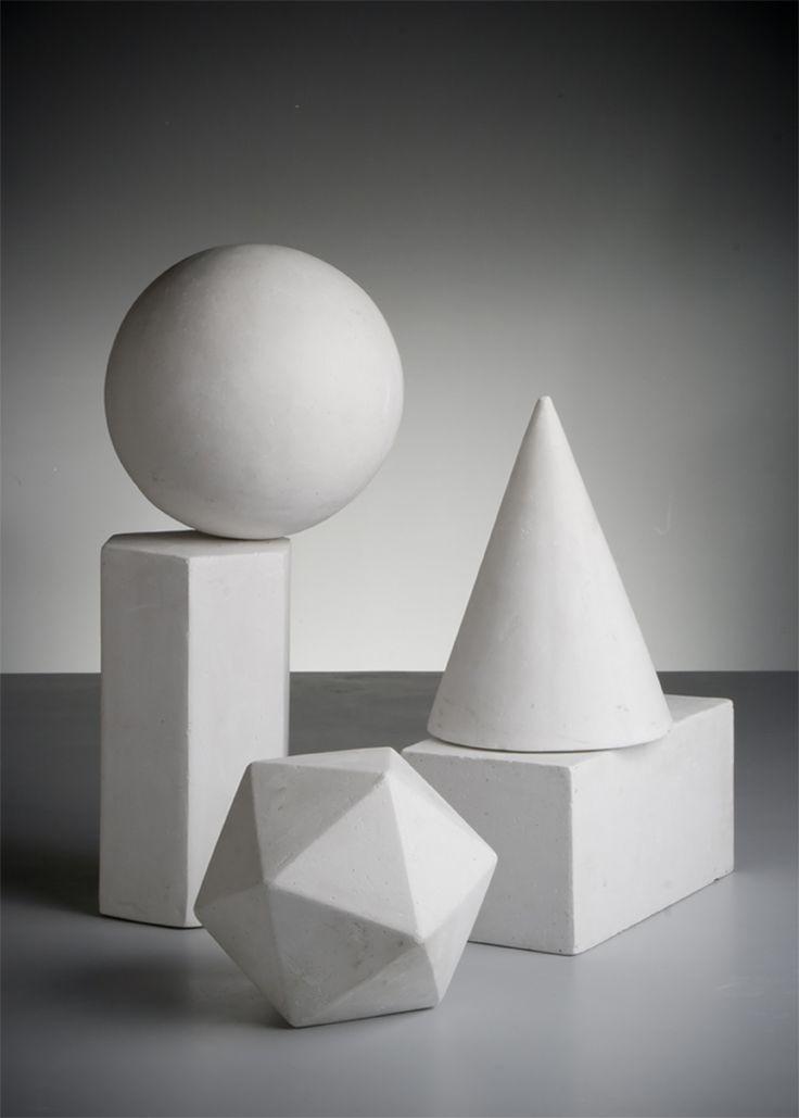 3张摆拍的几何体石膏组合高清图片