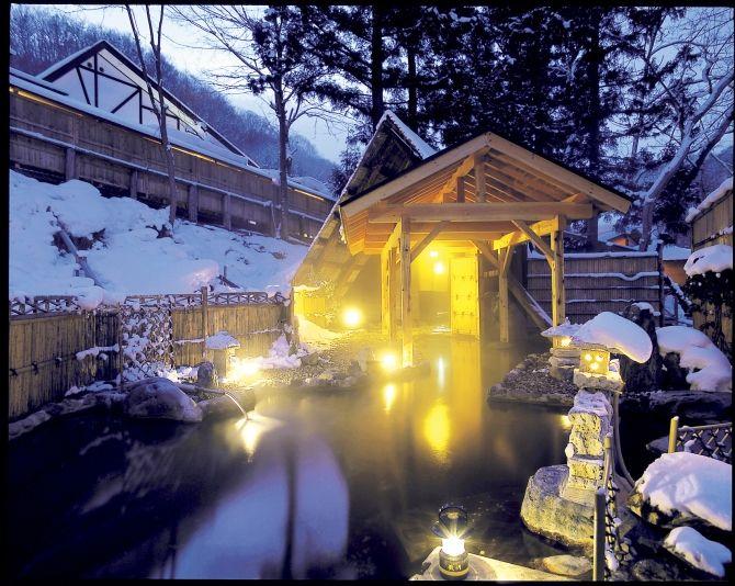 ぽかぽか湯船から見渡す銀世界♡冬だからこそ楽しめる、至福の絶景温泉6選