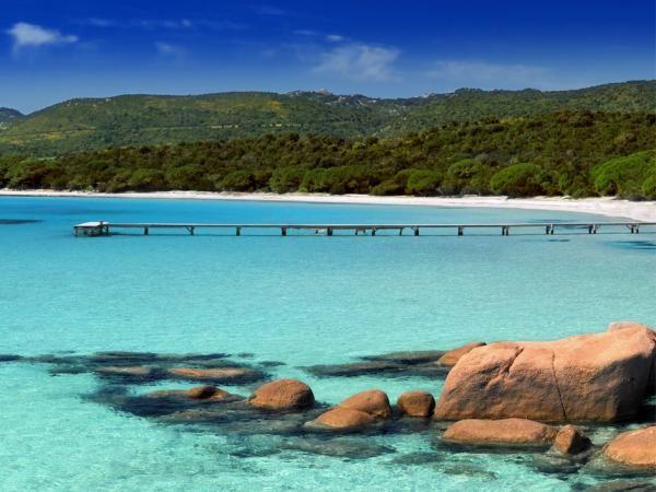 Je vous recommande L'eau turquoise de la plage de Palombaggia (Corse) dans le dossier Plages : Où poser votre serviette cet été ?