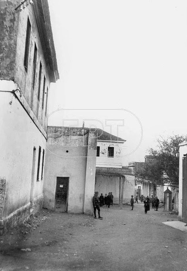 Το Ρεμπέτικο Τραγούδι: Οι φυλακές της Παλιάς Στρατώνας στο Μοναστηράκι..(Βίντεο)