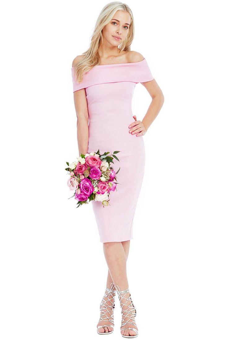 Dostępne różne rozmiary – sukienka w pięknym, pudrowym różowym kolorze – sukienka o długości midi, wydłuża i wysmukla sylwetkę – sukienka tuba, mocno opina i pięknie prezentuje kobiece kształty – niesamowity dekolt, odsłania szyję i ramiona – ultraseksowny fason – materiał sukienki rozciągliwy, o fakturze w podłużne prążki – sukienka o prostym ale wyrafinowanym kroju