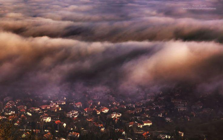 """Basta dar um """"Google"""" rápido com o nome da capital da Hungria para descobrir uma cidade cheia de luzes, cores, construções e edifícios monumentais. Budapeste, apesar de estar no leste europeu, nada tem de sombria ou ultrapassada - nem mesmo no …"""