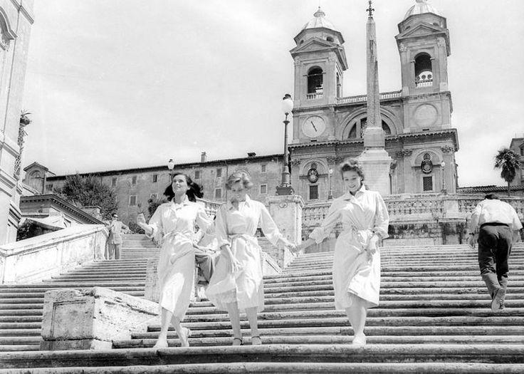 Credits: Ansa Foto di Osvaldo Civirani - Le ragazze di Piazza di Spagna di Luciano Emmer (1951). Cosetta Greco, Liliana Bonfatti e Lucia Bosè sulla scalinata di Trinità dei Monti a Roma