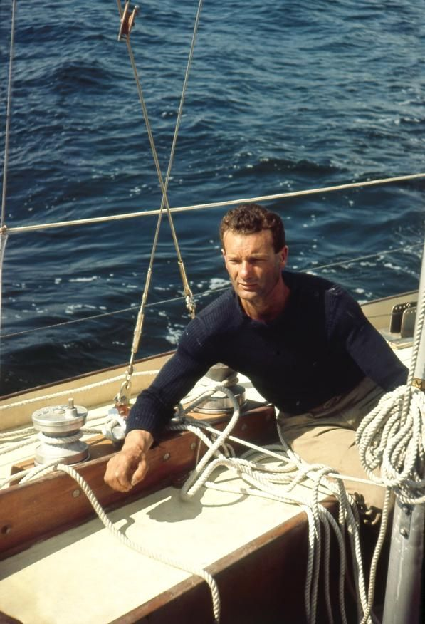 ERIC TABARLY A LA COURSE TRANSATLANTIQUE EN SOLITAIRE PLYMOUTH NEWPORT 1964 - La galerie photo ParisMatch.com