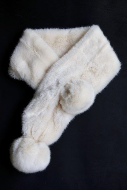 !/4 yard of faux fur, to make this beautiful scarf learn to make in 6 easy steps.