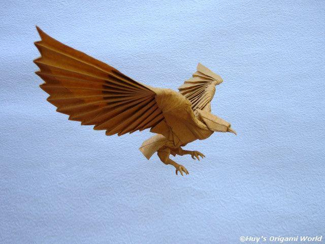 Elegant Origami Eagle - http://www.ikuzoorigami.com/elegant-origami-eagle/