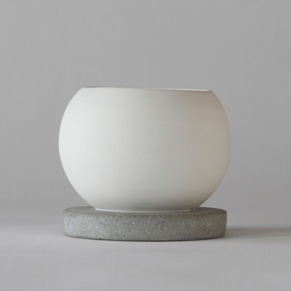 SC110 CERAMIC + CONCRETE VASE + POT ↔14.0cm↑12.5cm. White matte ceramic + grey matte concrete vase + pot. High quality handmade objects Designed+Made by Decovery | Essential Details. 10.99€ retail price. EU delivery.