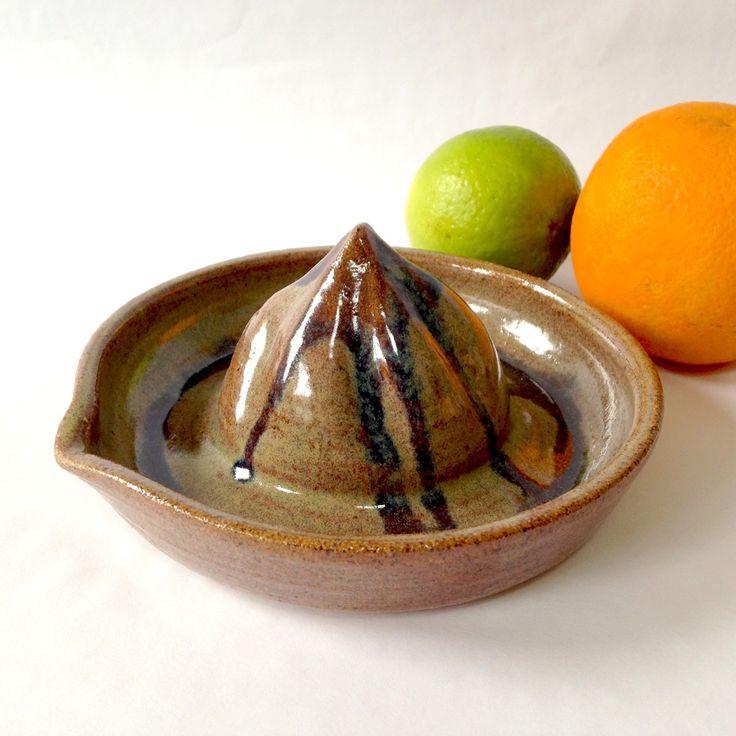 Espremedor de frutas manual caramelo