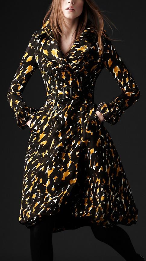 I am soooo ready to be rich!Splashes Prints, Bright Amber, Duchess Silk, Silk Trench, Coats Jackets, Bring Burberry, Coats Bright, Trench Coats, Burberry Women
