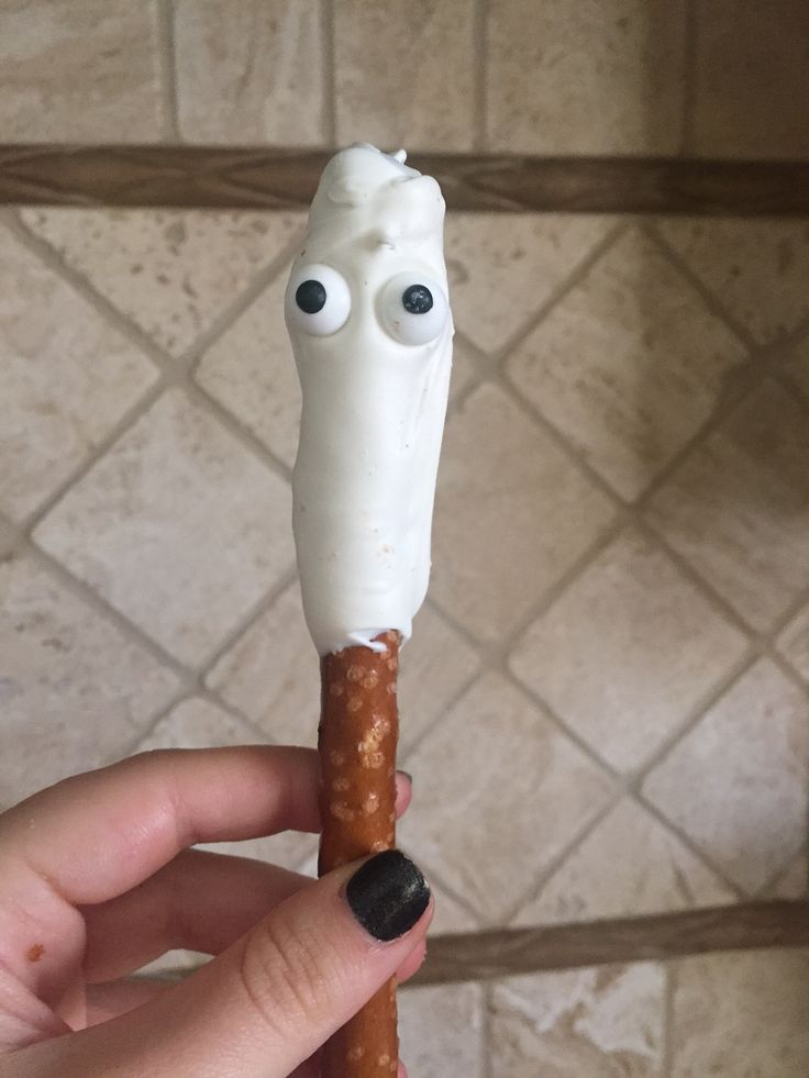 Boo! Our pretzel rods dipped in white chocolate and decorated with eyeball sprinkles and chocolate drizzles to look like a ghost! Order in batches of 12.