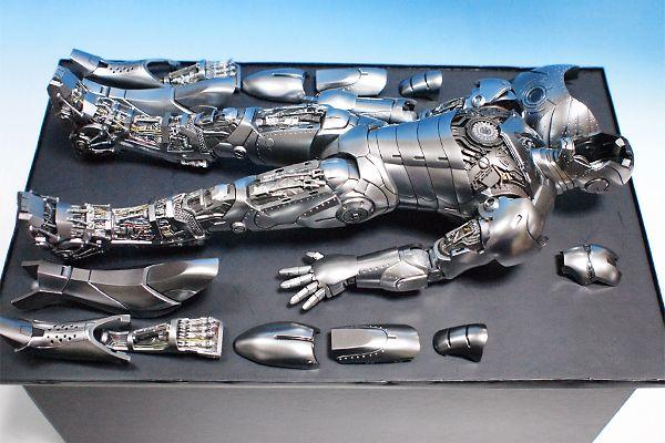 『アイアンマン2』 アイアンマン・マーク2 (アーマー・アンリーシュド版)[ボーナスアクセサリー付き] - 脳細胞破壊銃
