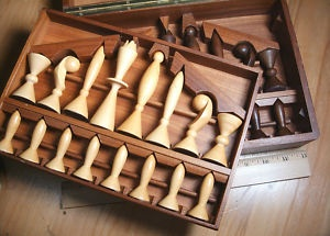i absolutely LOVE this mid-century modern chess set designed by arthur elliot in the 1950s. beautiful.