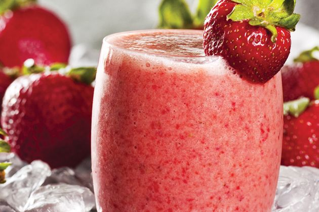 Strawberry Crush Smoothie - Approx. 200 calories per serving #UWeightLoss