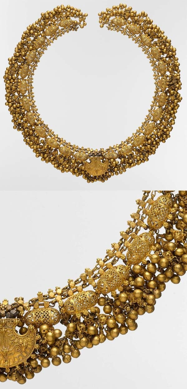 India | #Necklace with filigree and beads. Gold. Probably from Rajasthan | ca. late 18th to early 19th century
