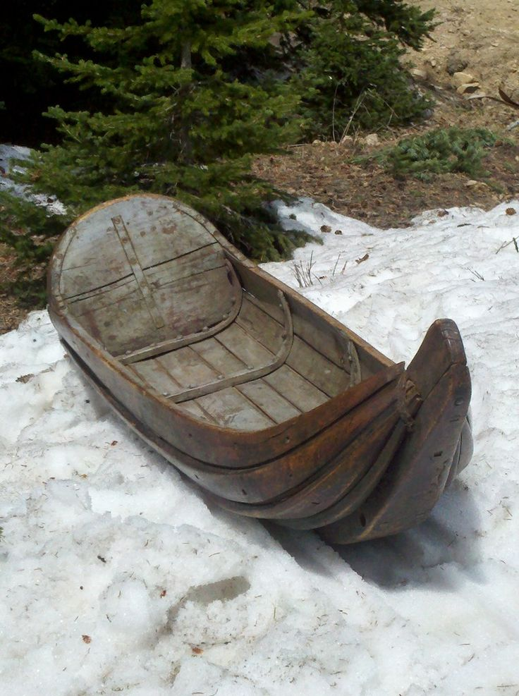 Swedish Lapland Sleigh love the high front prow-makes it easier to get over and through the snow.