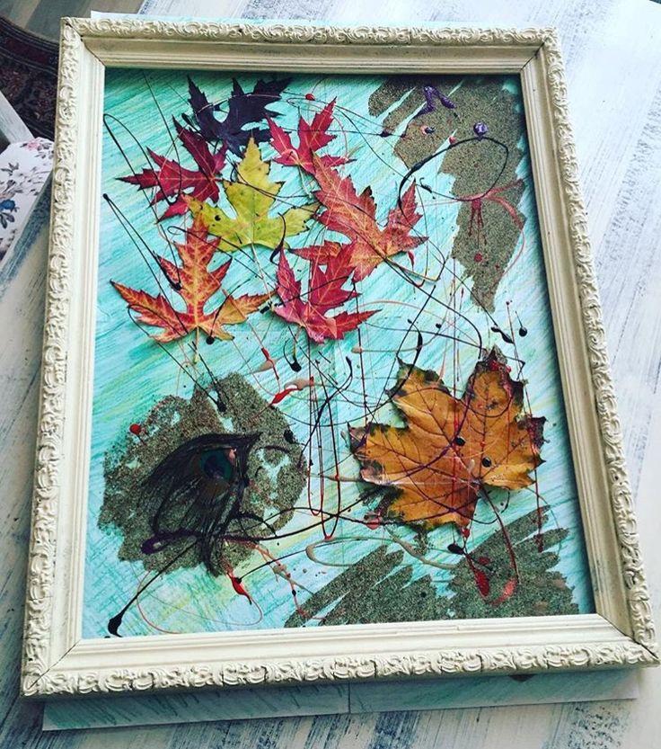 Boş çerçeve sonbahar yaprakları oje ince kum ile dekoratif çerçeve