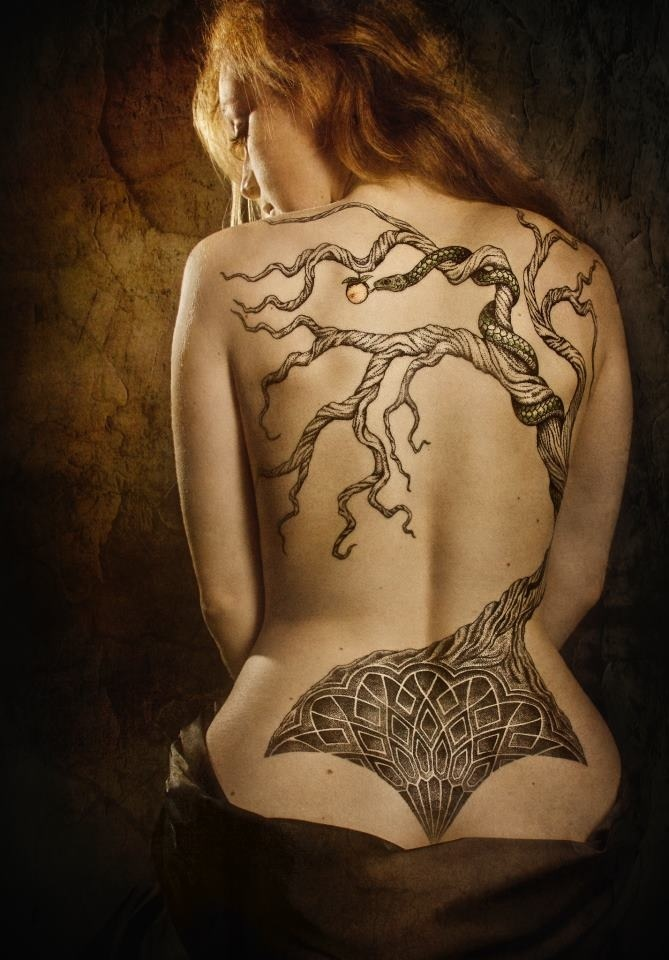Tree tattoo back piece black and gray tattoo, in love!!! One day I will have a full back piece!
