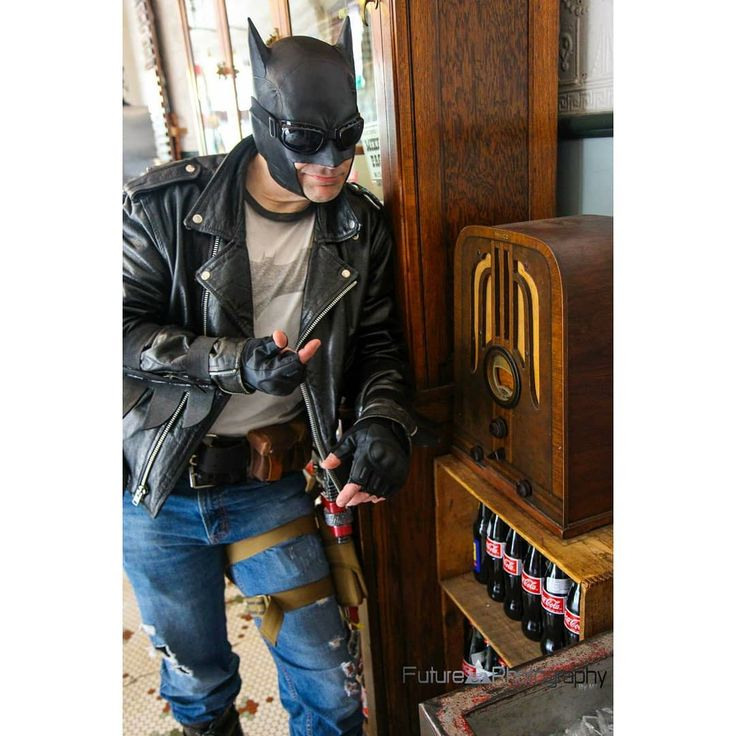 Cool tunes daddy o.  50s Greaser Batman 2015 Wizard World Philly Photo by @futurephotographybym3  #greaserbatman #dccosplay #wizardworldphilly - Use code witblade at checkout for 10% off Wizard World Philly tickets!