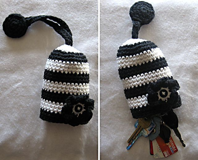 Nice key cozy....Would make cute stocking stuffers!