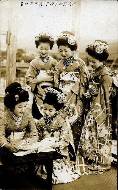 Maiko Girls 1920s by Blue Ruin1, via Flickr