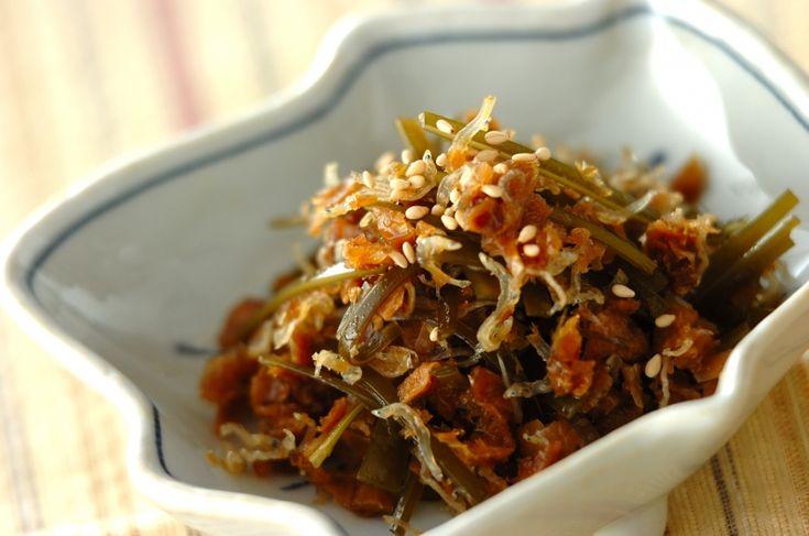 うどんだしを引いた後のかつお節と昆布で、常備菜にもなる一品を。