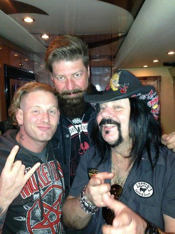 Corey Taylor, Jim Root, hellyeah tourbus, & Vinnie Paul.  <3