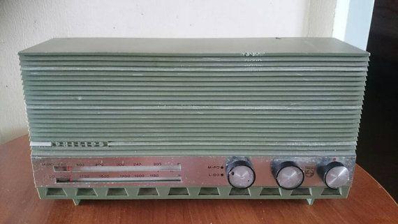 Bekijk dit items in mijn Etsy shop https://www.etsy.com/nl/listing/285391837/vintage-tube-radio-philips-b2x-40-from