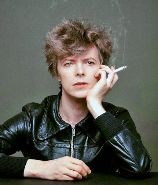 """The Outtakes of David Bowie's Iconic """"Heroes"""" Album Cover Shoot (7)"""