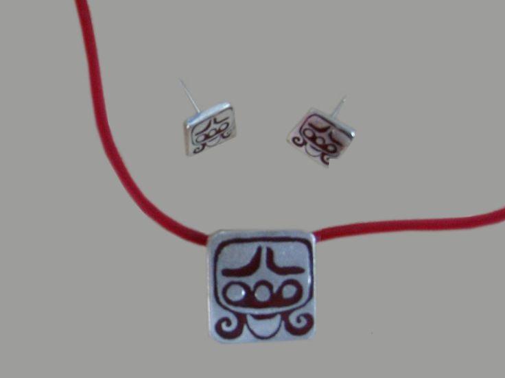 Collar y aretes MAYA, Mes UO Gargantilla 45 cm en esmalte rojo y collar en caucho rojo. $ 450 mx Indentificador  collar: 120