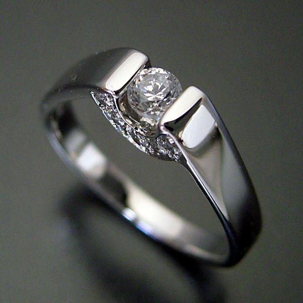不思議なデザインの婚約指輪[No,5507A]