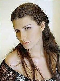 great photo of famed italian singer, Laura Pausini.