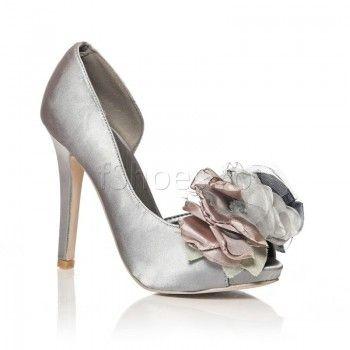 Pantofi Sheer - Gri - 96 Lei  Pantofii Sheer de culoare gri-metalic sunt o pereche de incaltaminte de ocazie. Eleganti si finuti, pantofii Sheer sunt ideali pentru a-ti pune in valoare tinuta la o gala sau la un bal. Tocul de numai 11 cm promite sa iti menajeze piciorul pe ringul de dans.