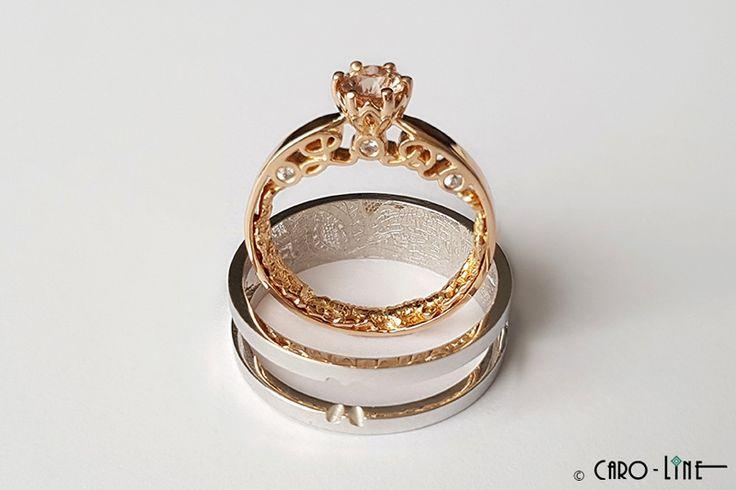Kant van haar trouwkleed, handgeschreven initialen en passend in elkaar... with Caro-Line  Full story: http://caro-line.be/codeless_portfolio/2-in-1-gouden-trouwringen-met-kant-van-haar-trouwkleed-en-saffier/