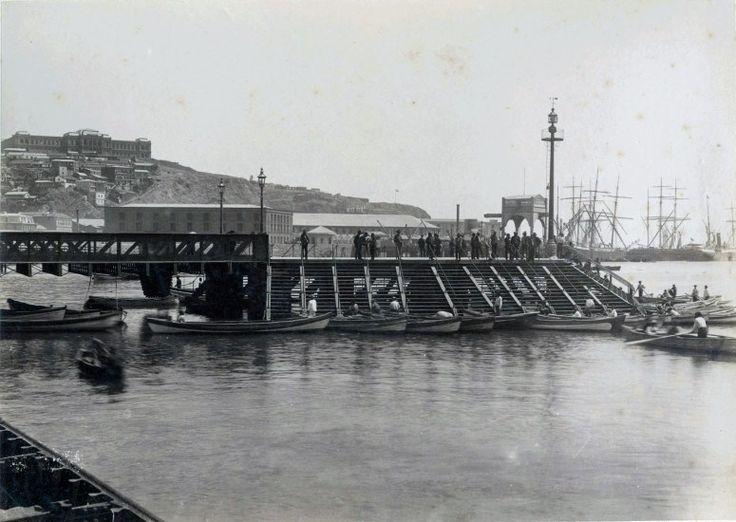 Muelle de Pasajeros de Valparaíso, 1888 Así era el Muelle de Pasajeros o Muelle Prat de Valparaíso en 1888. En la década del setenta (1870 a 1876) se realizaron obras de modernización en el puerto. Se construyó el Muelle Fiscal, primera obra portuaria de categoría que se ejecutaba en el país. Fotografía de Felix LeBlanc, Archivo de la Biblioteca Nacional. - EnterrenoEnterreno