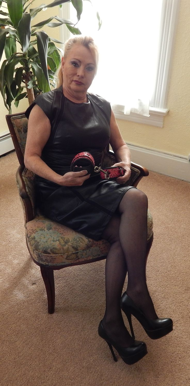 retro mature escorte dominatrice