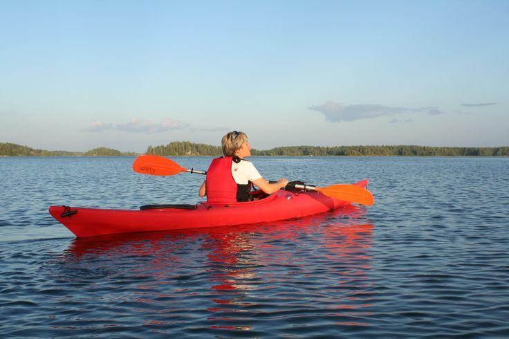 Kayaking in the archipelago of Southern Finland is wonderful. Foto:Strandhagen B&B.