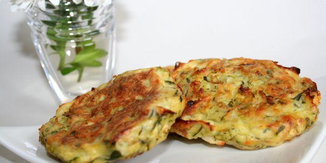 Pljeskavice od tikvica i feta sira - obetavni zelenjavni recept, ki vsaj po imenu spominja na meso:)