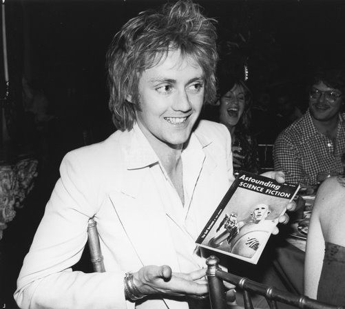 Roger Taylor receives a copy of 'Astounding Science Fiction' during a party thrown by Elektra Records, 1977. The artwork in the magazine inspired the cover of the Queen album 'News of the World'. Photo by Michael Ochs Archives tyeryry.blogspot.jp