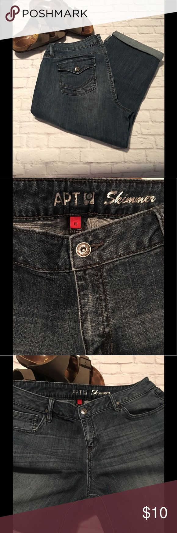 "Women's Cropped Jeans - ""Skimmers"" Style: Skimmers (Cropped) Size: 12 Brand: Apt 9 Condition: Previously loved, good condition  Price: Reasonable offers considered   Bundle and save! 📦📭  Thank you for stopping by to check out my closet! Apt.9 Jeans Ankle & Cropped"