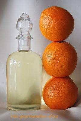Les gourmandises d'Isa: LIQUEUR D'ORANGE MAISON  1 orange-500 ml alcool 40-250 g sucre-250 ml eau