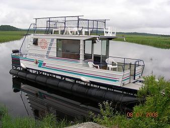 pontoon houseboat homemade houseboats enjoying a great home built pontoon boat - Cabin Home Built Houseboat Plans