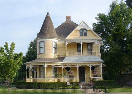 Die besten 25+ Häuser im viktorianischen Stil Ideen auf Pinterest